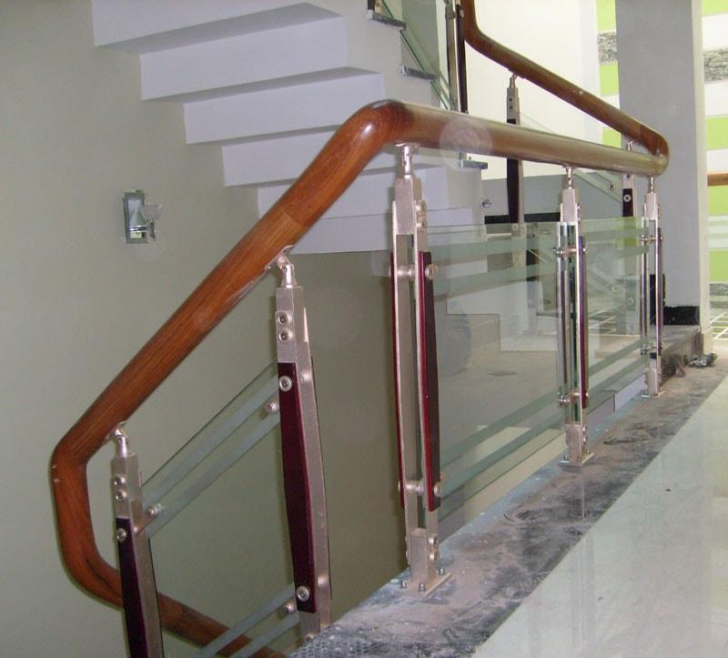các mẫu lan can cầu thang gỗ đẹp