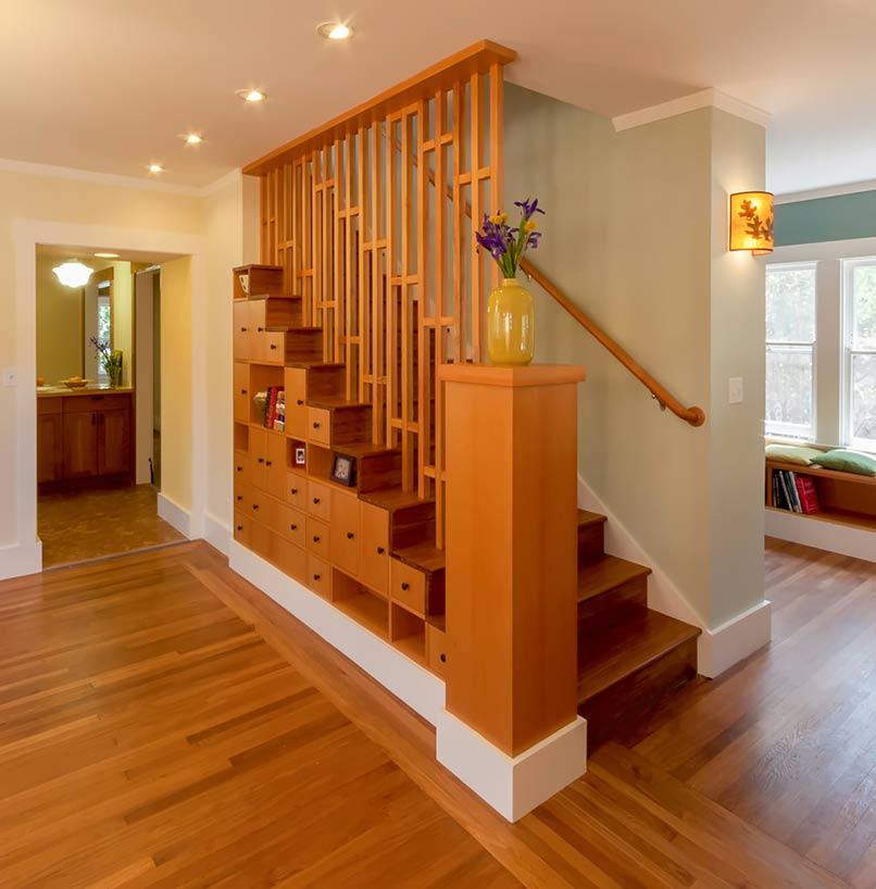 ốp gỗ cầu thang giá bao nhiêu
