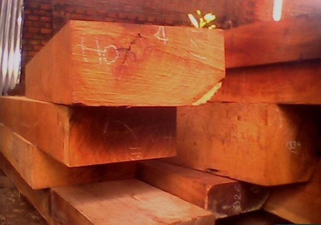 gỗ hương lào